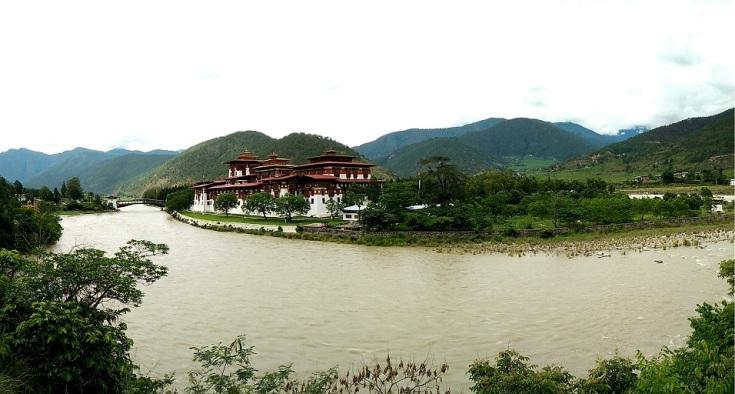 Punakha Dzong across the river